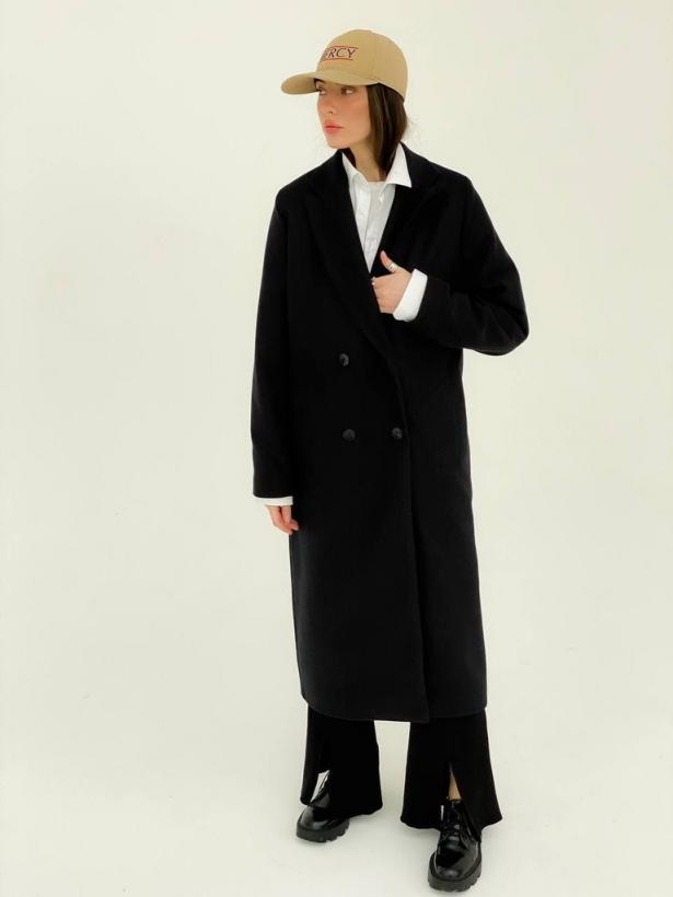 Черное прямое двубортное пальто