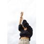 Черный топ в горошек с открытыми плечами