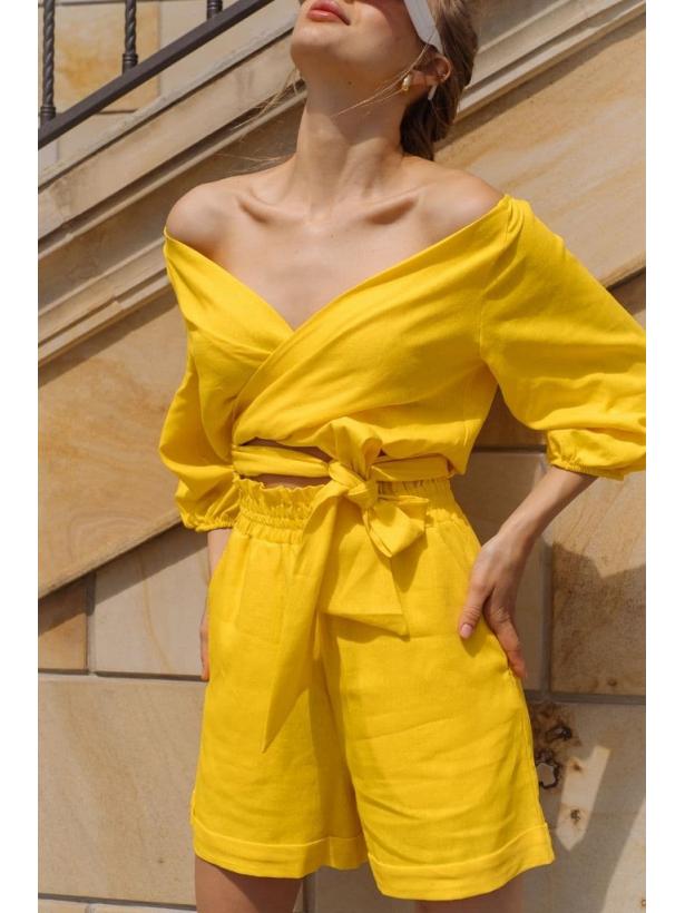Желтый льняной костюм блуза и шорты