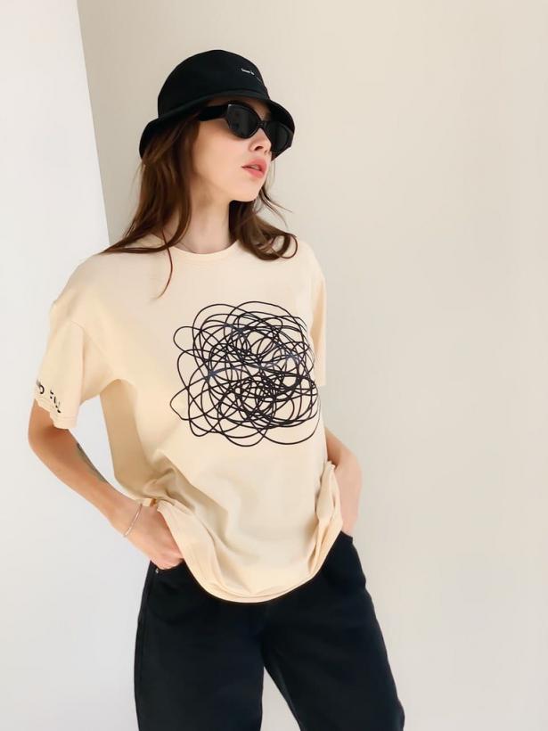 Бежевая хлопковая футболка с абстракцией